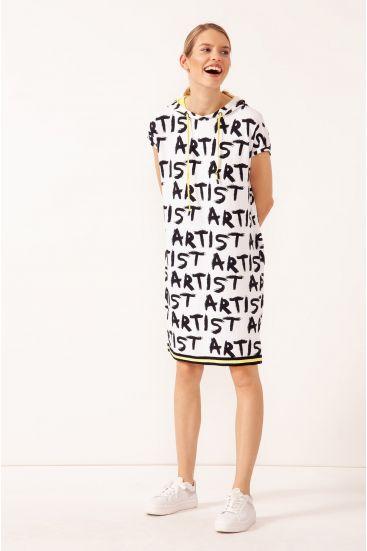 Sukienka z kapturem z kontrastowym wykończeniem