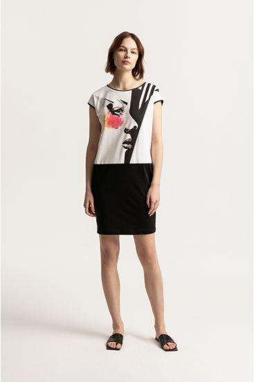 Sukienka z graficznym wzorem