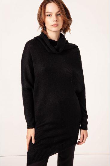Sweter o asymetrycznym kroju
