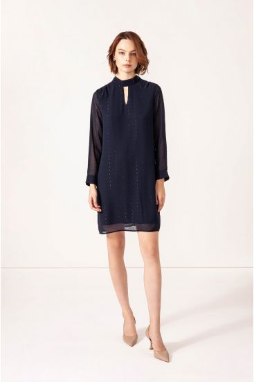 Sukienka z tkaniny plumeti