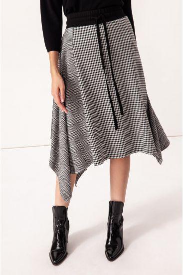 Spódnica o asymetrycznym kroju