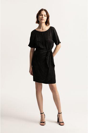 Sukienka z wiązaniem