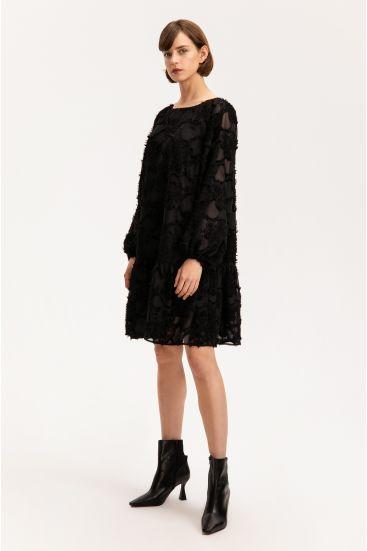 Sukienka ze strukturalnej tkaniny