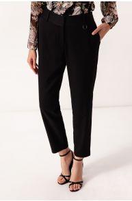 Spodnie o prostym kroju